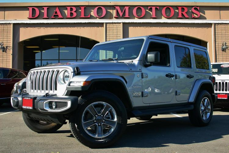 2020 Billet Silver /Black Jeep Wrangler Unlimited Sahara 4WD (1C4HJXEN3LW) with an 2.0L L4 DOHC 16V TURBO engine, Automatic with Overdrive transmission, located at 2067 San Ramon Valley Blvd., San Ramon, CA, 94583, (925) 830-8747, 37.738945, -121.952454 - Photo #0