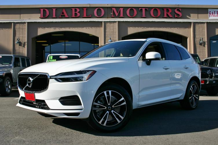 2020 Volvo XC60 T6 Momentum AWD, loaded, panoramic moonroof, heated leather seats, rear camera, MINT!
