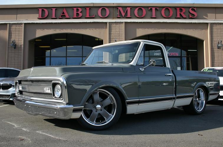 1970 GMC C10 Shortbed Pickup, very rare example, frame off resto-mod with 454 big block, absolutely immaculate!