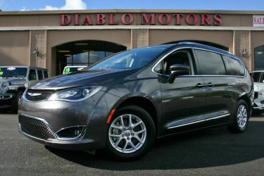 2020 Chrysler Pacifica Touring-L, V6, automatic, heated leather seats, capt chairs, 7 psngr, stow n go, dual electric sliders, rear camera, Apple CarPlay, extra nice!