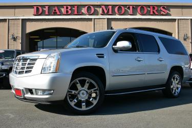 2013 Cadillac Escalade ESV AWD Luxury, 6.2L V8, moonroof, long body, heated leather seats, captains chairs, tow pkg, extra clean!