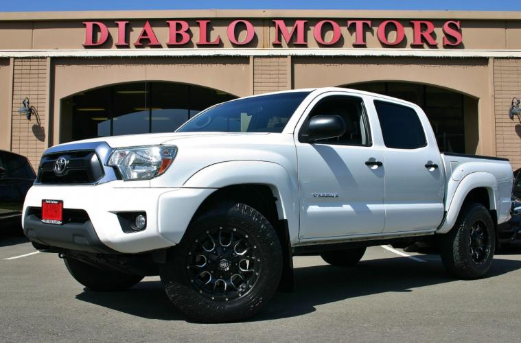 2014 Toyota Tacoma PreRunner Double Cab V6 2WD, automatic, power windows and locks, upgraded tires and wheels, extra clean!